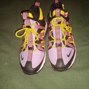 Bowfin Nike Sneakers size 8m/10w